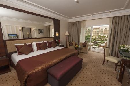 Deluxe room showing interior design in a luxury hotel Standard-Bild