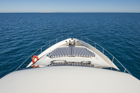 motor yacht: View over tropical ocean from the bow of a luxury large private motor yacht with horizon Stock Photo