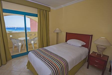 #63070106   Interior Design Eines Tropischen Luxus Hotelanlage Schlafzimmer  Mit Balkon Und Meerblick
