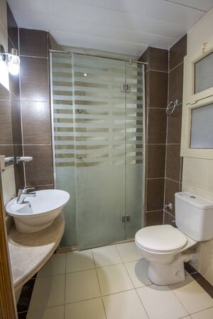 Interior design of a luxury show home bathroom with glass shower cubicle 免版税图像