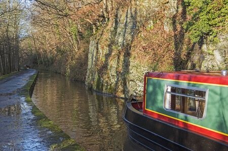 View from a narrowboat travelling in English rural countryside scenery on British waterway canal Zdjęcie Seryjne