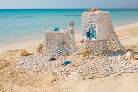 Closeup of wedding romantic decorations on tropical island sandy beach paradise with ocean in background Banco de Imagens