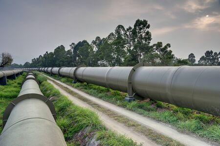 tuberias de agua: Largas tuber�as de agua enormes en Hong Kong