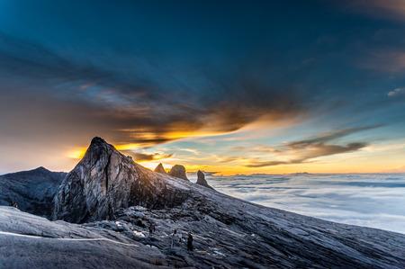 キナバル山、低のピーク、約 3900 m 付近。これが日の出です。 写真素材