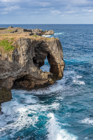 Landmark in Japan, Famous Place in Japan, Manzamo Cape with blue sky and beautiful sea in Okinawa, Japan 版權商用圖片