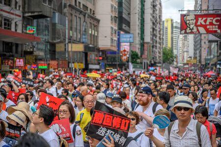 HONG KONG - 9 de junio de 2019: Hong Kong 9 de junio protege con millones de personas en la calle.