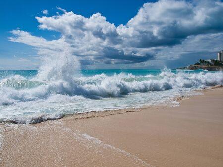 honeymooners: St Maarten St Martin Playas Mullet Bay Foto de archivo