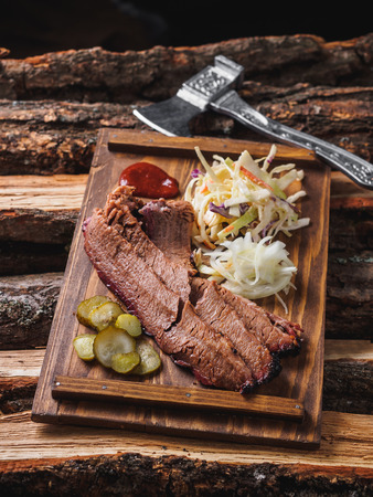 Brisket meat beaf bbq with cole slaw, jalapeno and onion. Banco de Imagens