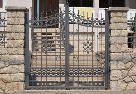 rejas de hierro: puerta