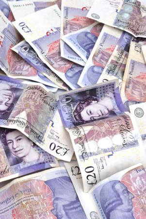 pounds money: un mont�n de veinte billetes de una libra