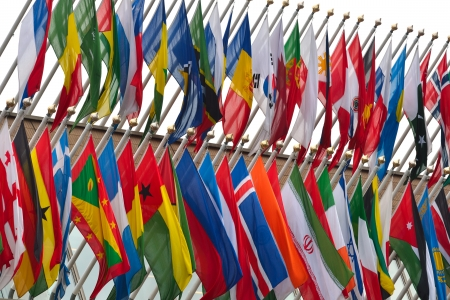 世界の国旗の飛行の数が多い