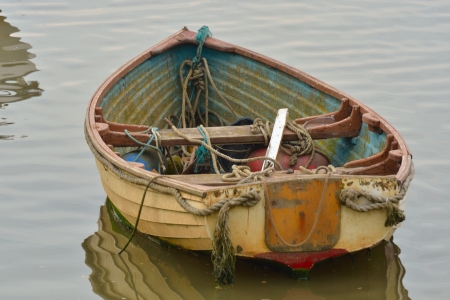 dingy: Old Dingy with ropes