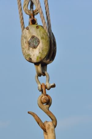 polea: Polea de madera con gancho