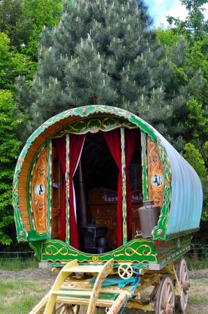 carreta madera: Tradicional roman� caravana Foto de archivo