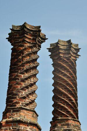 elizabethan: Elizabethan chimneys