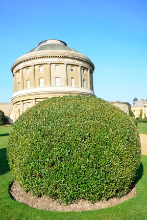 suffolk: Rotunda with trimmed hedge Stock Photo