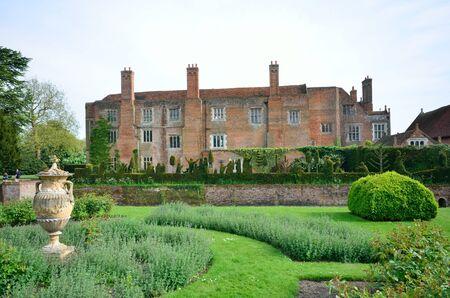 tudor: Tudor mansion