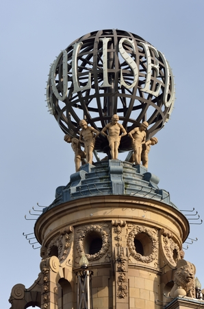 globe theatre: Globe on coliseum London