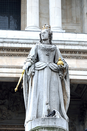 sceptre: Statue of queen victoria outside st pauls