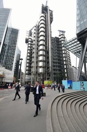 lloyds: LlLOYDS BUILDING  LONDON UK  Man walking in front of lloyds building  16 September 2014