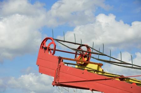 threshing: Top of threshing machine with conveyor