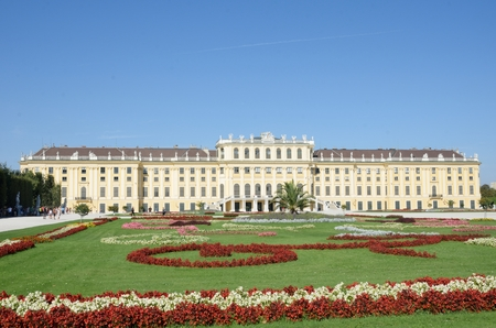 nbrunn: SCH�NBRUNN PALACE VIENNA AUSTRIA 29 AUGUST  2015: Rear of Sch�nbrunn palace Vienna Editorial
