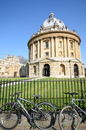 cicla: Cámara Radcliffe de Oxford con las bicis en primer plano