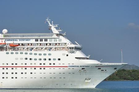 ecstasy: AMBAR ENSENADA REP�BLICA DOMINICANA 9 DE FEBRERO DE 2016: Proa del barco de cruceros Carnival Ecstasy Editorial