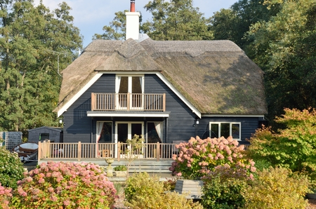 thatched cottage: Large English Thatched cottage