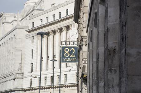 런던 영국 -2010 년 10 월 -2 일 : 영국 은행이 내려다 보이는 롬바드 스트리트에서 서명