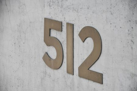 Beton: Number 512 on the beton wall