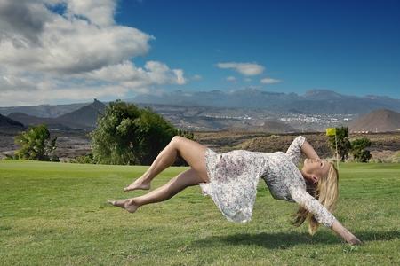 levitacion: Levitaci�n retrato de mujer joven