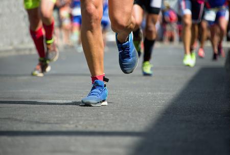 corriendo: Corredores de marat�n Foto de archivo