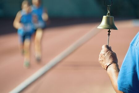 atletismo: Athletics bell final round In the background two runners