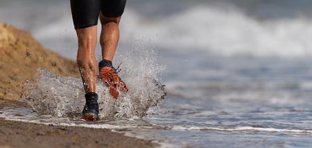 Athlete runner running on waves of sea beach Stockfoto - 121835858