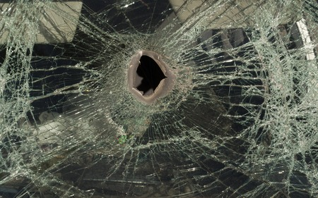 crush: Broken car glass, accident, crush, front window damage.