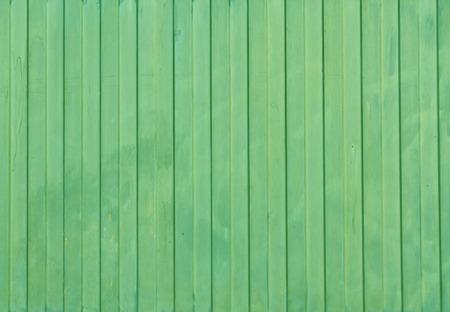 Texture de clôture en métal peint en vert. Arrière-plan architectural et texture. Banque d'images - 54796373