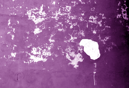 Craked weathered cement wall texture in purple tone. Abstract background and texture for design. 免版税图像