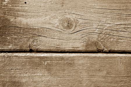 Verwitterte Holzwand in brauner Farbe. Abstrakter Hintergrund und Textur für Design. Standard-Bild