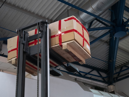 warehouse loader forklift lifting pallet with big box package at diy store warehouse Imagens