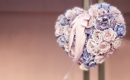 heart shape bouquet made of different flowers hanging on a wall Imagens - 121187379