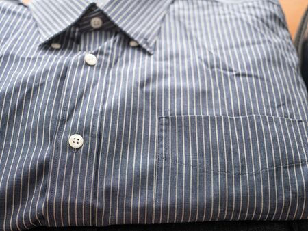 close-up man formal shirt slightly crumpled with shallow depth of field 版權商用圖片 - 129265826