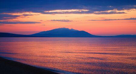 Sunrise in the Gulf of Strymon. Imagens - 129904925