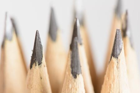 Abstracte achtergrond van potloden met zeer ondiepe dof Selectieve aandacht beperkt tot de voorkant potlood