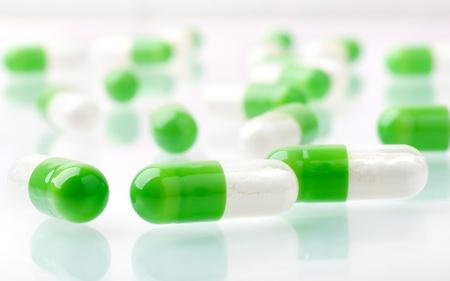 capsula: Mont�n de macro de p�ldoras verdes Foto de archivo