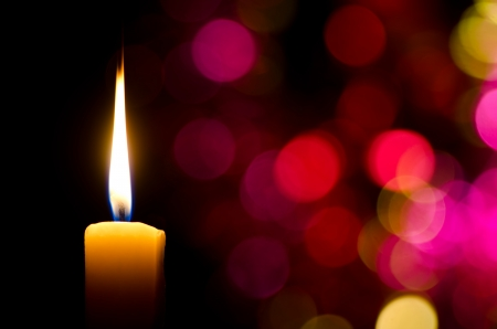 kerze: Brennende Kerze auf abstrakten Farb bacground Lizenzfreie Bilder