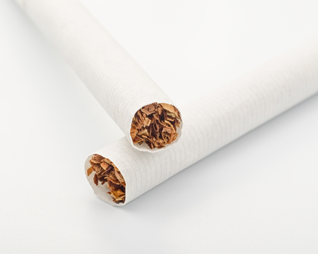 Two cigarettes on white close up Imagens