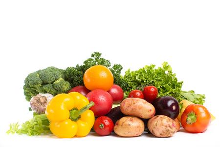 legumes: L�gumes russes isol�s sur un fond blanc