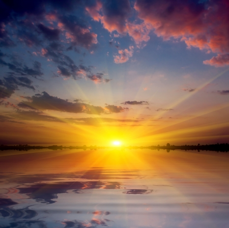 Nice hot sunset on lake