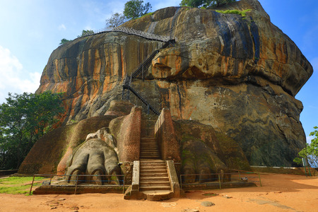 main Lion's entrance in Sigiriya castle Standard-Bild